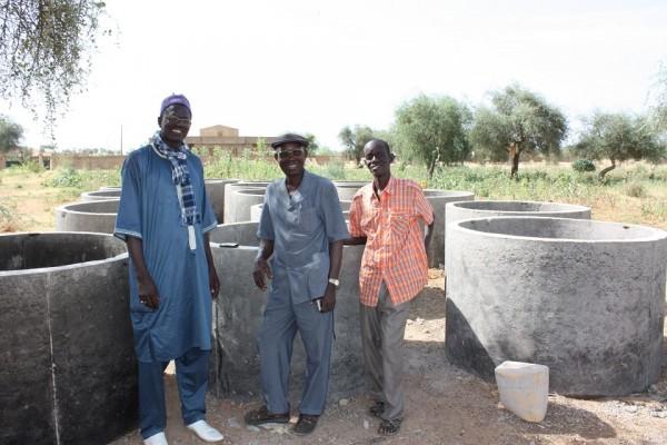 RÉCEPTION DU CHANTIER : de gayche à droite : DJIBI SAMBA, EUGÈNE, DJIBI